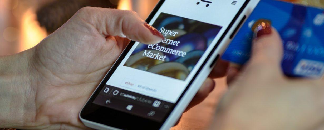 Zakaz handlu w niedzielę napędza sklepy internetowe