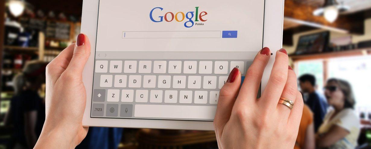 Aktualizacja Google dotycząca wyróżnionych fragmentów z odpowiedzią – badanie wskazuje na zmiany, jakie miały miejsce