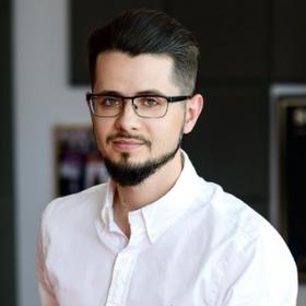 Adrian Pakulski